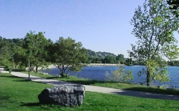View of the lake from Bluffer's Park